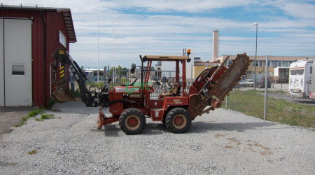 Ditch Witch 5700 -99